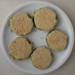 Mit Semmelmehl bedeckte Zucchini